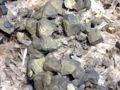 JKM24 黄銅鉱と水晶・Chalcopyrite&Quartz 栃木県足尾鉱山