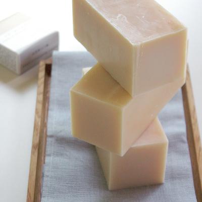 【数量限定】ほのかに甘い香りしっとり潤す全身用石鹸 | 季節の石鹸803 ハニースマイルソープ(蜂蜜マルセイユソープ)  ブロック約400g  (lot.2002)