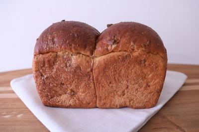 全粒粉とクルミの食パン