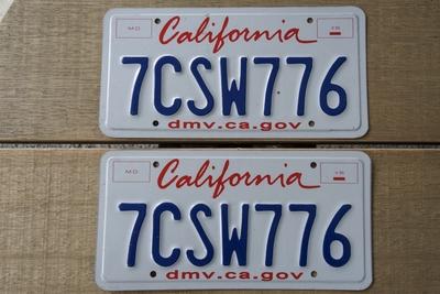 カリフォルニアライセンスプレート 2013年以降 ペア 新品