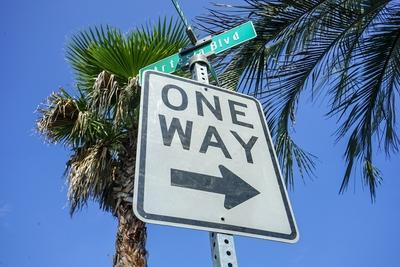ロードサイン ONE WAY
