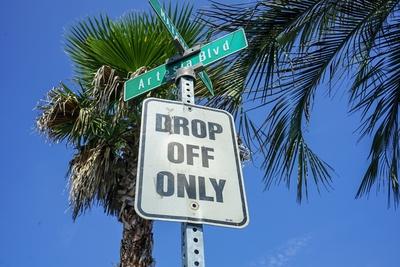 ロードサイン DROP OFF ONLY