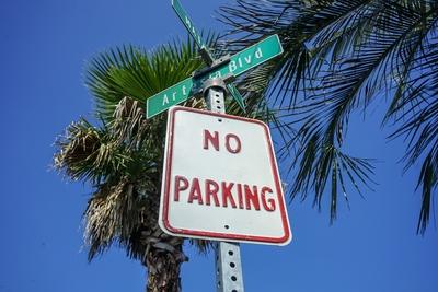 ロードサイン NO PARKING