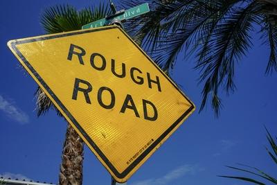 ロードサイン ROUGH ROAD