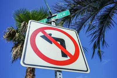ロードサイン 左折禁止