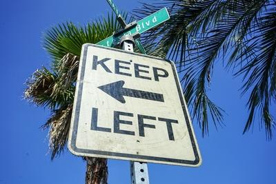 ロードサイン KEEP LEFT
