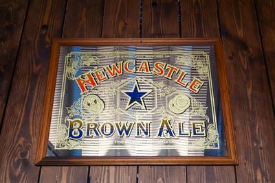 NEW CASTLE BROWN ALE パブミラー