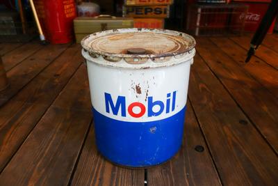 1969年 Mobil 5ガロン OIL缶