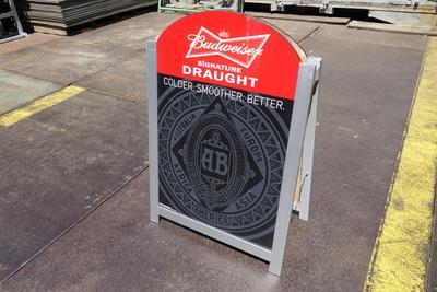 Budweiser バリウススタンド