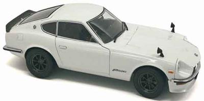 1/18  日産 フェアレディ Z-L (S30) (ホワイトパール)            ダイキャストモデル(開閉機構付)