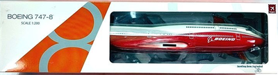 1: 200  Boeing B747-8  Snap Fit Model     On Ground