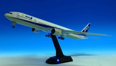 ANAサウンドジェット 777-300ER            LEDライト点滅でナイトフライト気分