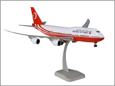 1/200  B747-8 トルコ政府専用機 ランディングギア・スタンド付属