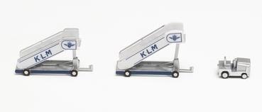 1/200 KLMオランダ航空 タラップ (2個) トラクター付 (1個)