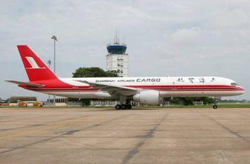 B757-200F (B-2808) 上海航空 カーゴ(SHANGHAI AIRLINES CARGO) 中国
