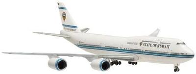 B747-8 クウェート政府専用機 地上姿勢 スタンドなし
