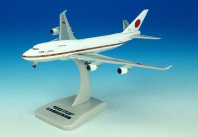 B747-400 政府専用機 20-1011 スタンド付属