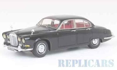ダイムラー ソブリン 1967 ブラック RHD
