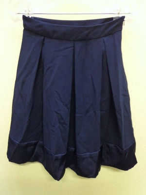 UNIQLO ユニクロ タックフレアスカート 裾切替 ネイビー色(61)