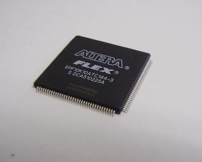 プログラマブル ロジック EPF10K10ATC144-3