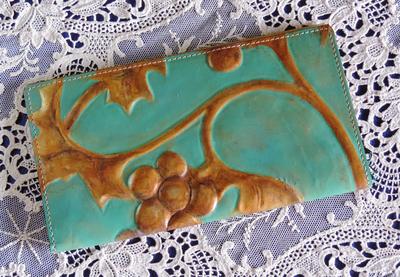 金唐革(キンカラカワ)30枚収納カードケース/作品名:古銅器