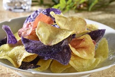 天然色素の彩り豊かなポテトチップス「なんとこれはじゃがいもです」