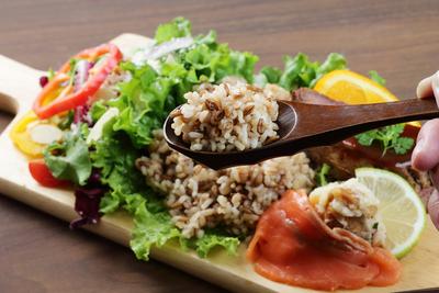 城北麺工 スーパー大麦もち麦・玄米ごはん×12個
