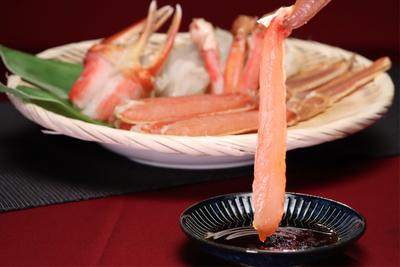 お刺身でも食べられるカット済み生ズワイガニ(約1.2kg)