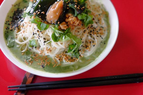 梅昆布&納豆を青汁豆乳スープで頂く素麺