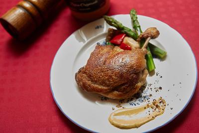 ビストロミナミンカゼ      仏シャラン産バルバリー鴨 骨付もも肉のコンフィ (1セット)