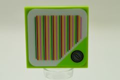 %3068b タイル[黄緑]2x2(ステッカー、コイン、バーコードの色違い)
