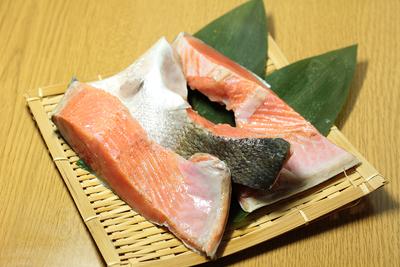 天日塩使用!厚切り紅鮭カマ 300g