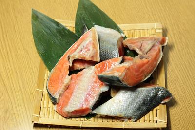 鮭切り落とし(カマ・他) 300g