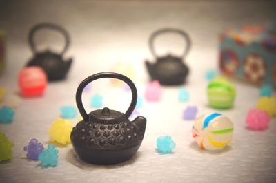 可愛い南部鉄器 ミニチュア小物 箸置き ミニ鉄瓶あられ インテリア雑貨