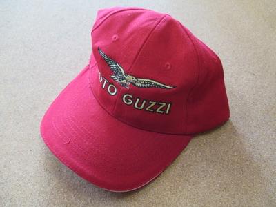 Moto Guzziロゴ入りベースボールキャップ(RED)