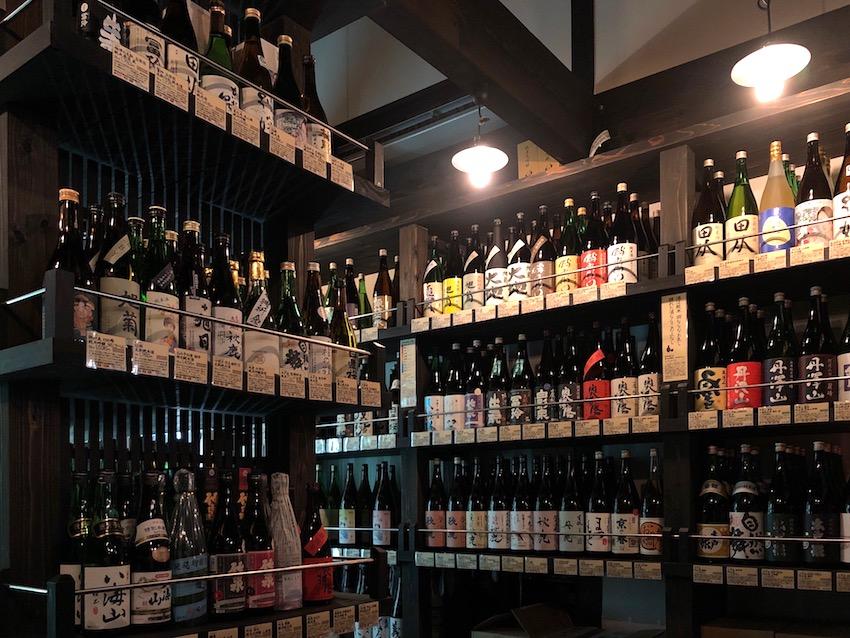 日本酒、リキュール、ワインはセラー室で管理