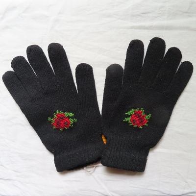 セルビア|手刺繍|ウール手袋|女性用|黒