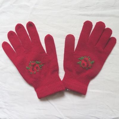セルビア|手刺繍|ウール手袋|女性用|赤