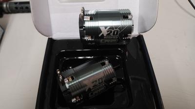 LRP  X20 ブラシレスモーター 4.0T スペアーステーター付 中古 1月31日UP商品