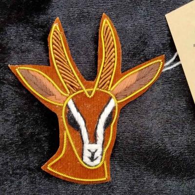 シカ ザリ刺繡ブローチ