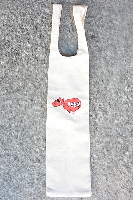 BOOZE DESIGN WORKS製一升瓶用通袋「赤べこ」白