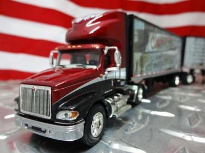C. W. McCall #6 Keep on Truckin' Café International 9100i w/ 28' Pups