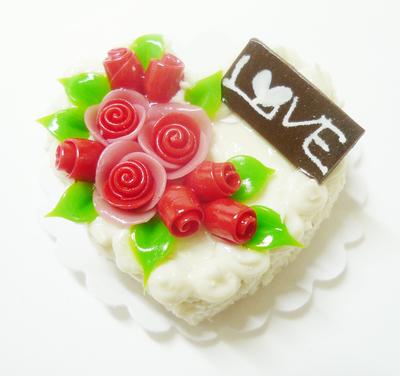 【激安・ミニチュア・ネコポス便】ハート型 ケーキ017(ミニチュア雑貨、ミニチュアフード、ミニチュアスイーツ、ホールケーキ)
