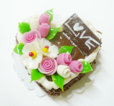 【激安・ミニチュア・ネコポス便】ハート型 ケーキ019(ミニチュア雑貨、ミニチュアフード、ミニチュアスイーツ、ホールケーキ)
