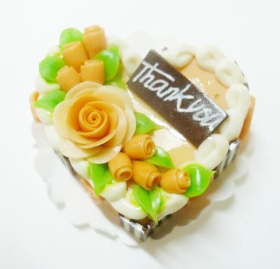 【激安・ミニチュア・ネコポス便】ハート型 ケーキ020(ミニチュア雑貨、ミニチュアフード、ミニチュアスイーツ、ホールケーキ)