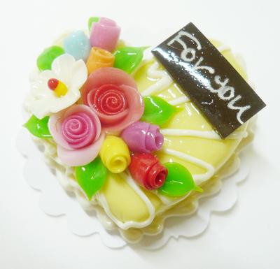 【激安・ミニチュア・ネコポス便】ハート型 ケーキ029(ミニチュア雑貨、ミニチュアフード、ミニチュアスイーツ、ホールケーキ)
