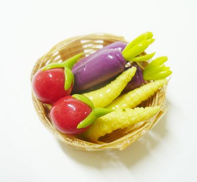 【激安・ミニチュア・ネコポス便】カゴに入った野菜014(ミニチュア雑貨、ミニチュアフード、コレクション)