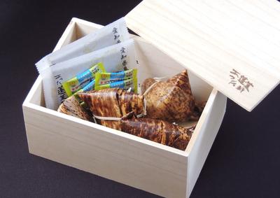 御贈答用木箱入り  鰻ちまき   5個入り 【冷凍】