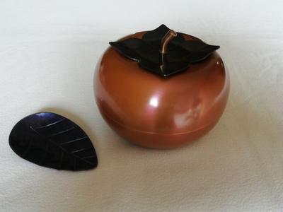 銅製茶入れ 大地の実り/ 柿